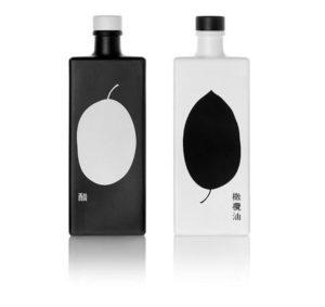 черно-белый декор алкогольных бутылок